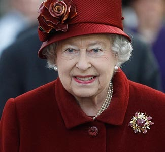 News Feed: Queen of England's pay frozen until 2015