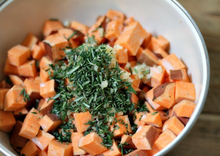oven roasted garlic and rosemary sweet potatoes
