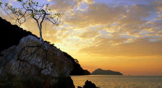 Στην φωτογραφική γκαλερί της Χουριέτ, με Ελληνικές νησίδες που πωλούνται