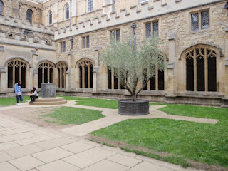 Cloisters courtyard inside Christ Church College used for a few winter scenes in HP2 and HP3