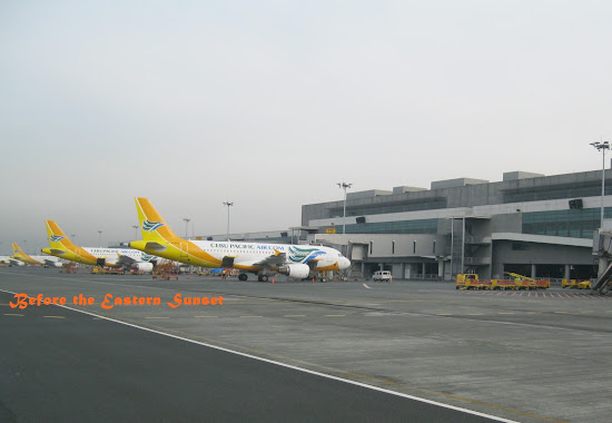 NAIA Terminal 3 - airplanes