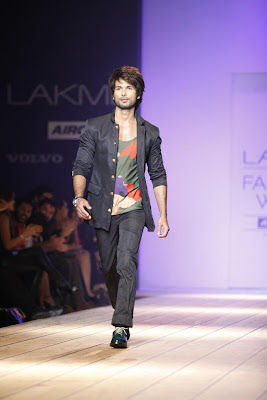 Shahid Kapoor walk the ramp for Kunal Rawal at Lakme Fashion Week