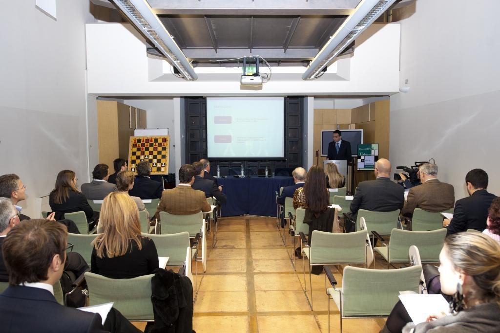 Une conférence sur les échecs et stratégie d'entreprise par Luca Desiata