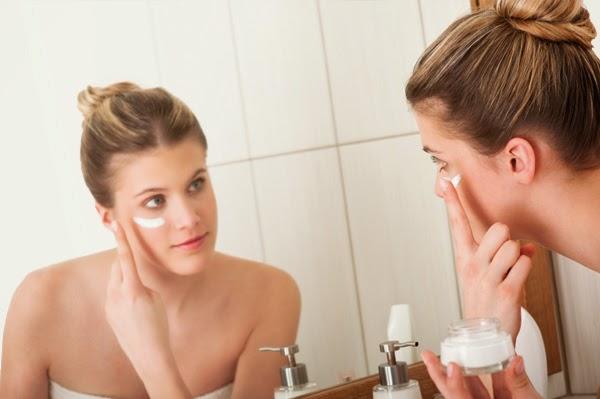 woman-applying-sunscreen-at-home