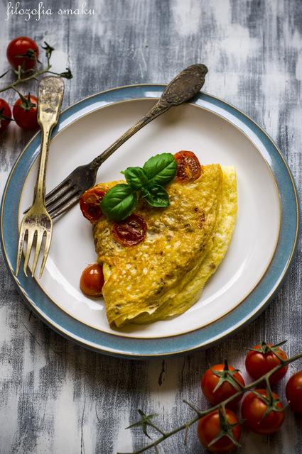 Omlet z pomidorem przepis