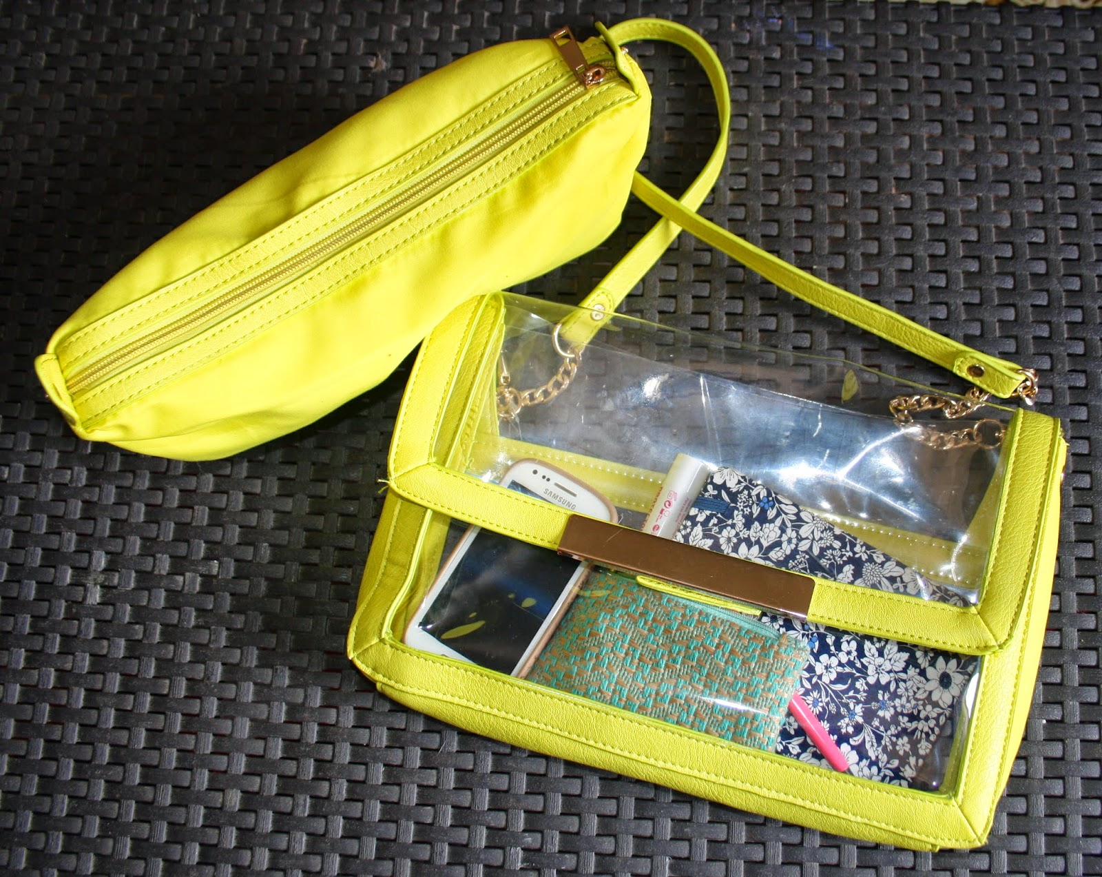 bolso transparente amarillo