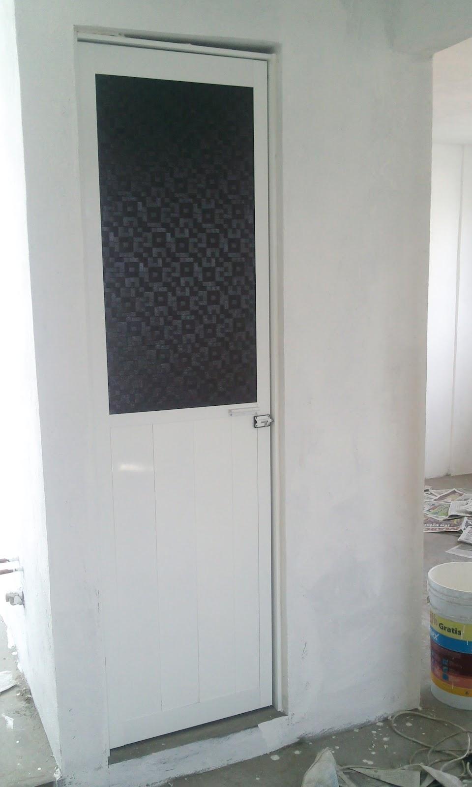 Diseno De Puertas De Aluminio Para Baño:Puerta de aluminio para baño mitad duela y plastico de figura humo