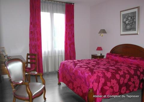 atelier et comptoir du tapissier doubles rideaux voilages dessus de lit et fauteuil. Black Bedroom Furniture Sets. Home Design Ideas