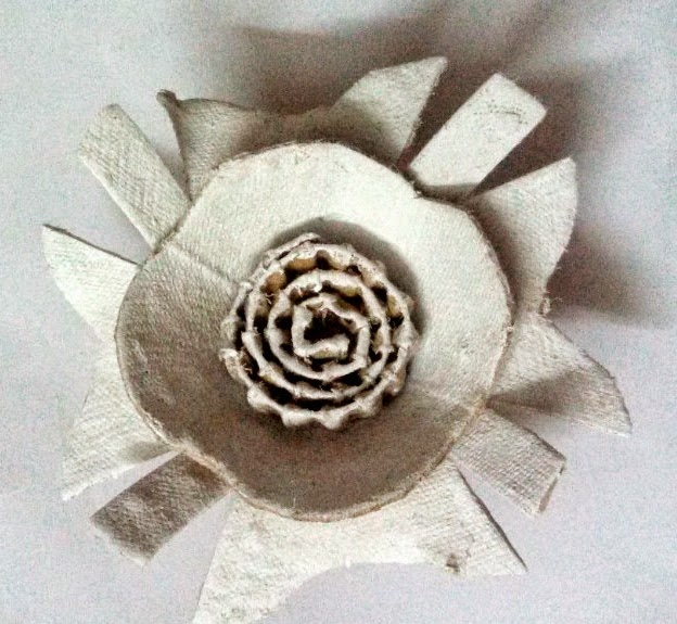 http://creativekhadija.com/2015/01/diy-paper-flowers-making-crafts-ideas/