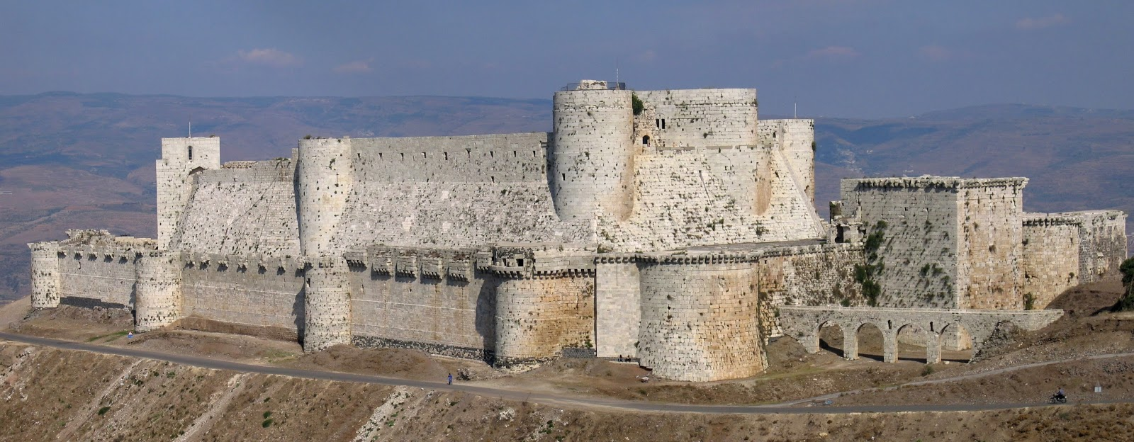 O Krak des Chevaliers, uma fortaleza construída durante as Cruzadas para a Ordem dos Cavaleiros Hospitalários