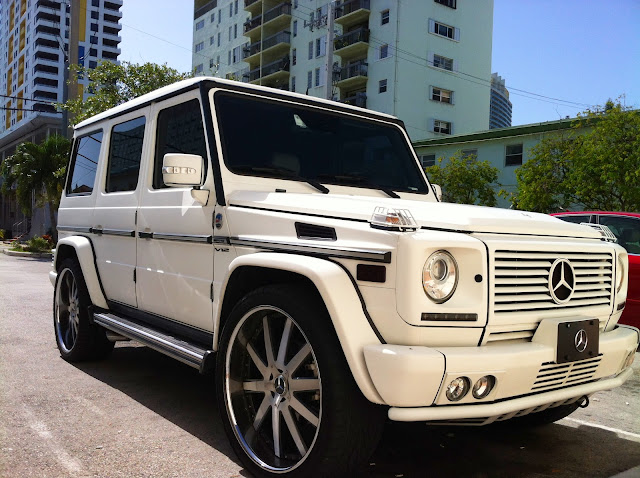 White mercedes g wagon with custom rims for Mercedes benz g wagon 2012