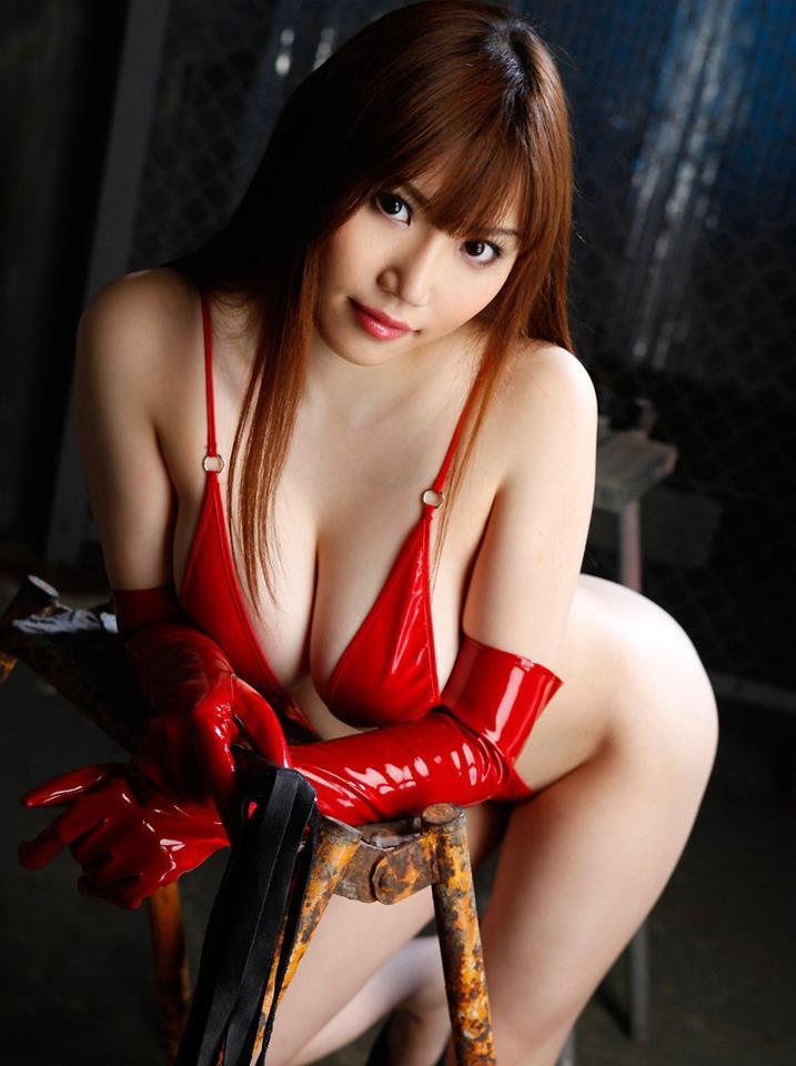 Selain Menjadi Pemain Film Pornograpi Honami Juga Berprofesi Sebagai Model Papan Atas Di Jepang Di Bandingkan Dengan Yang Di Atas Payudara Hanomi Masih Di