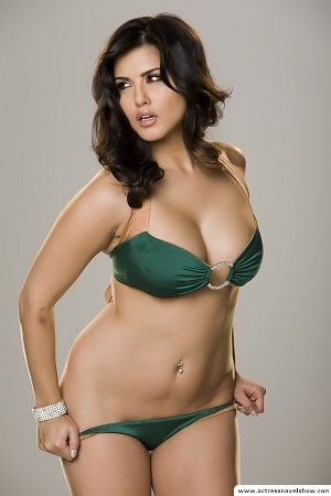 sunny leone Bikini Exposing Stills