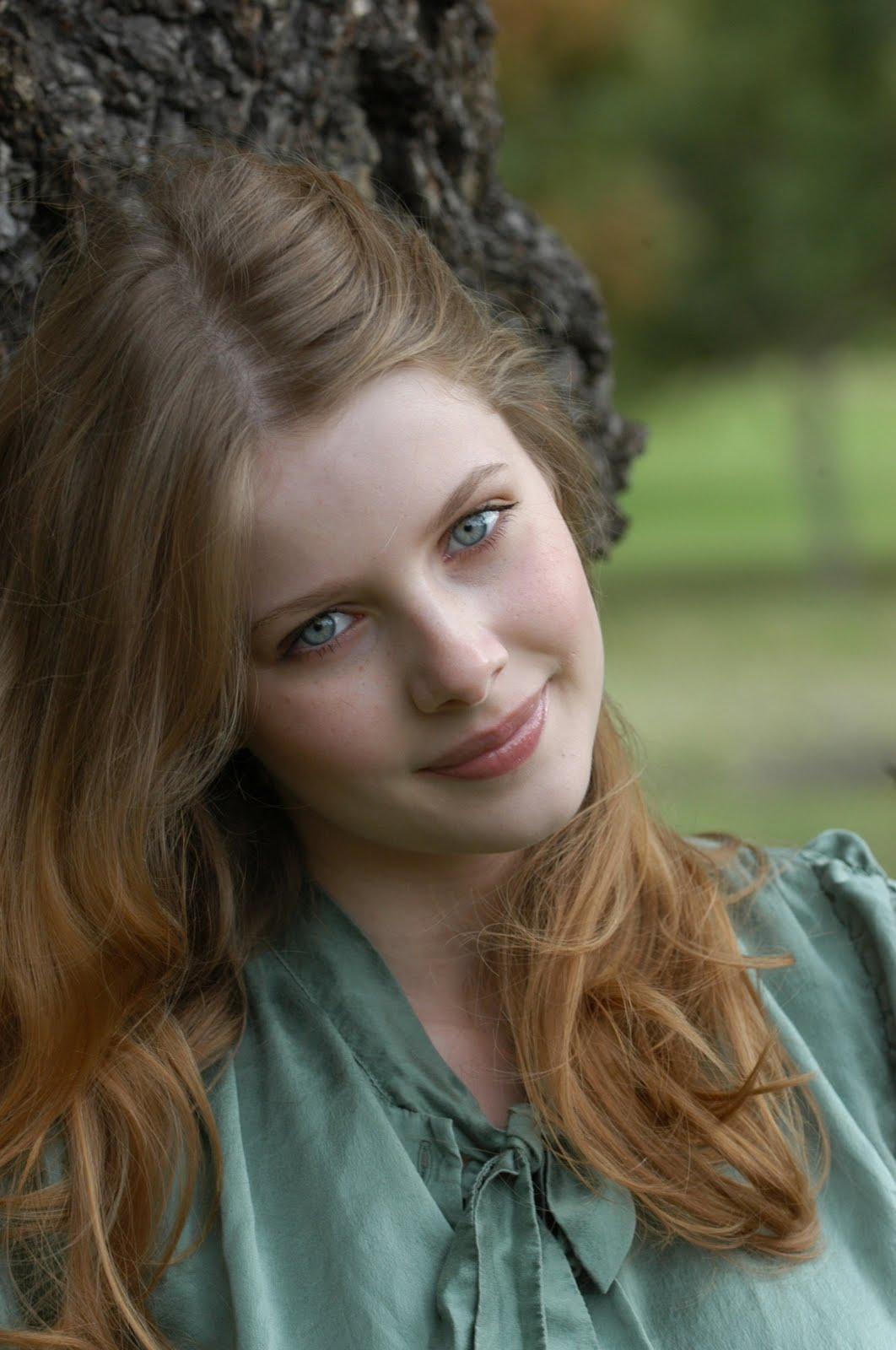 http://3.bp.blogspot.com/-nN_s8fwI5ck/TgEN_ItXGyI/AAAAAAAAEU8/-UsLo7kco7o/s1600/Rachel-hurd-wood-Hairstyles%2B%25289%2529.jpg