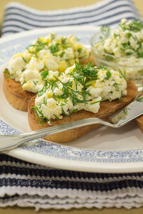 Пате из сливочного масла с яйцами и сыром коттедж