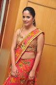 anasuya sizzling saree stills-thumbnail-3