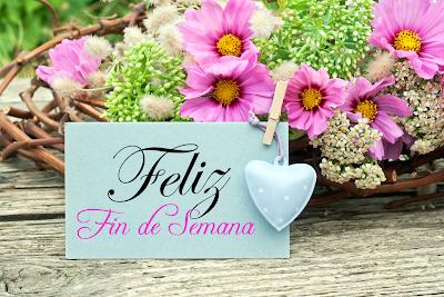 """Postal con flores y mensaje de """"Feliz Fin de Semana"""""""