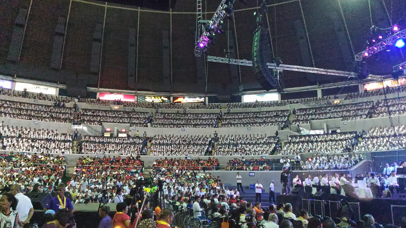 Ang Dating Daan Chorale sets New Guinness World Record     s as the     enjoying wonderful world   blogger