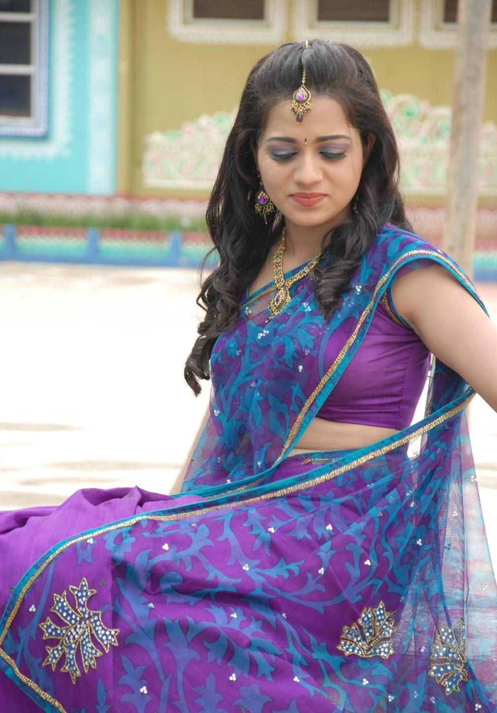 Reshma-in-Saree-Stills