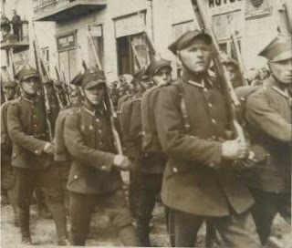 POLISH INFANTRY WW2 marching in formation