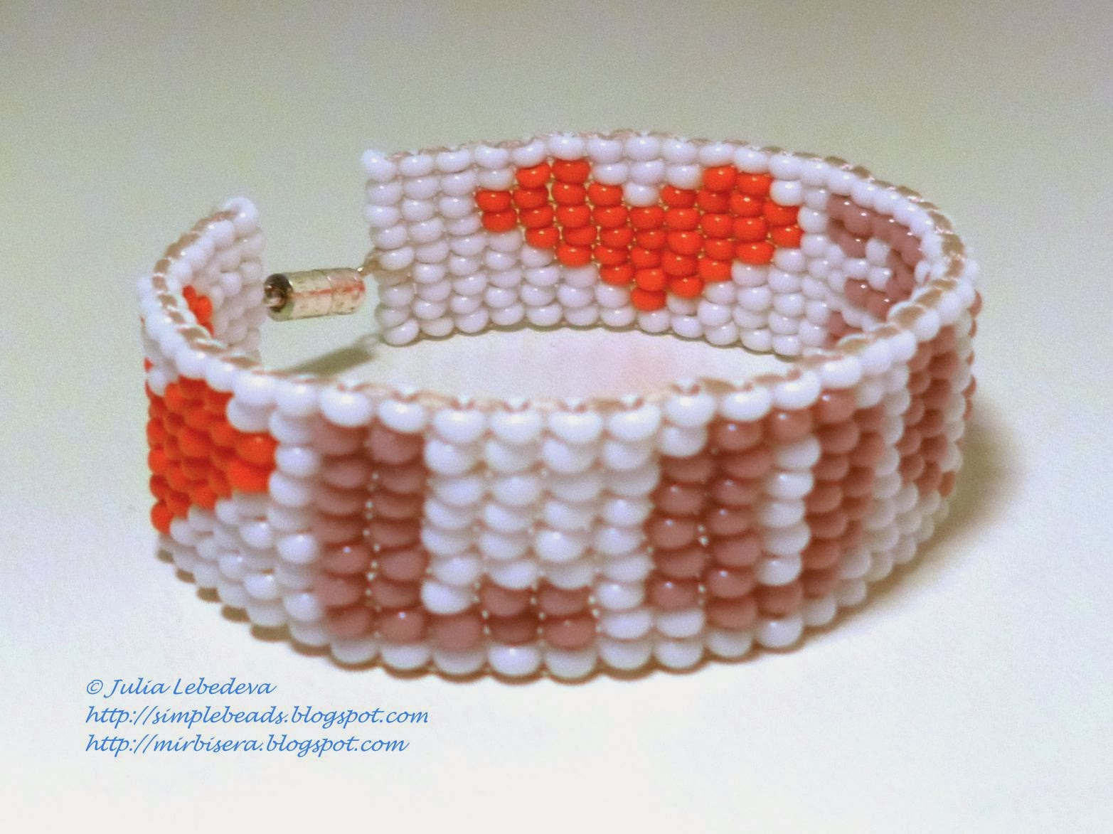 Bracelet in square stitch with Love theme