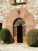 La porta principal del mas Casademunt