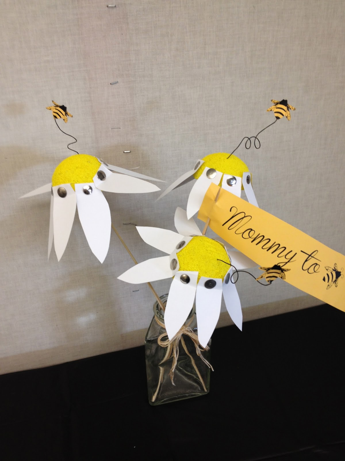 paper daisy centerpiece with bumblebee