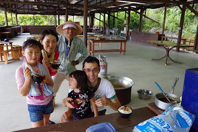 沖縄家族旅行 恩納村体験/観光 サトウキビ刈り 黒糖