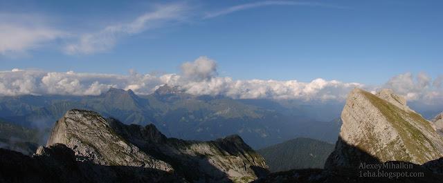 Панорама, горы с отвесными стенами