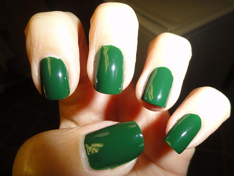 Nails Never Fails: NOTD China Glaze Holly-day experiment!