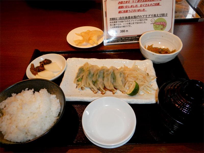 教えてもらった美味い浜松餃子店、浜太郎。 もちろん由比漁港で捕れた駿河湾産サクラエビ餃子。 食って豊かに帰宅。