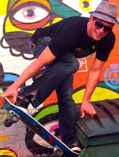 Benjamin Godfre con su skate