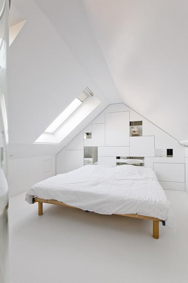 Habitaci n minimalista con ba o de paredes de cristal - Banos con paredes de cristal ...