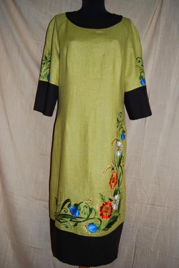Вышитое льняное платье с отделкой на батистовой подкладке