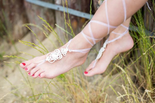 Romantyczne, sutaszowe, ślybne ozdoby na stopy zamiast pantofelków