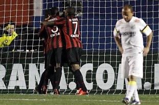 Léo contra Atlético/PR