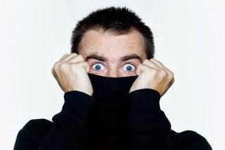 خمسة أسرار يخفيها الرجل عن زوجته - رجل يخفى وجهه سر خجول خجلان - shy guy man hide secret