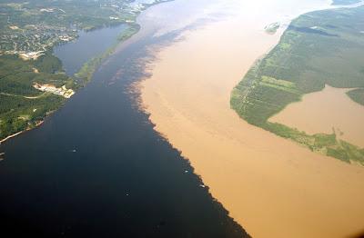 Dua sungai bertembung tetapi tidak bercampur