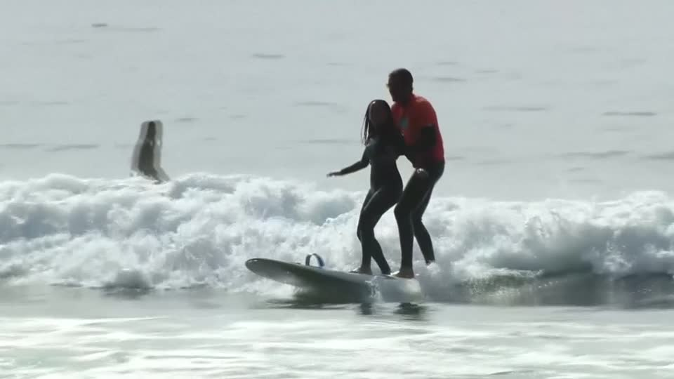 Deaf-blind California lawyer tackles new challenge surfing