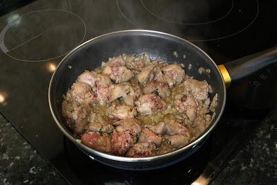 Preparación de paté de higaditos de pollo