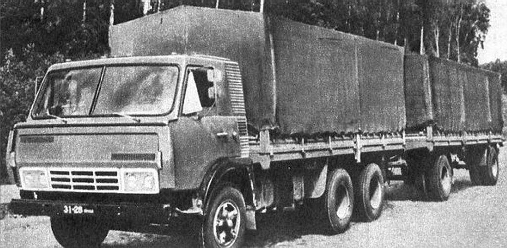 Двигатель на грузовике КАМАЗ 5320 ст…