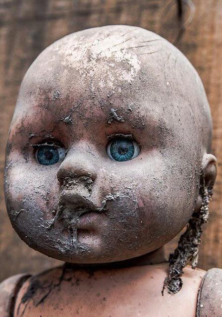 Boneka Berhantu yang sangat menyeramkan