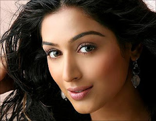 padmapriya lands up in trouble