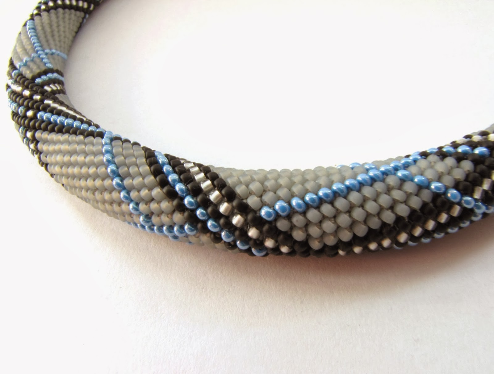 Bead Crochet : Modern Handmade jewelry: One more bead crochet necklace