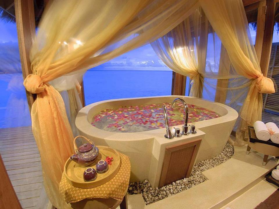 Home Decor 15 Romantic Jacuzzi Suites