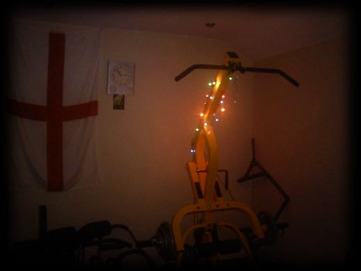 Homemade gym stuff christmas s lights switch on more for Gimnasio casero
