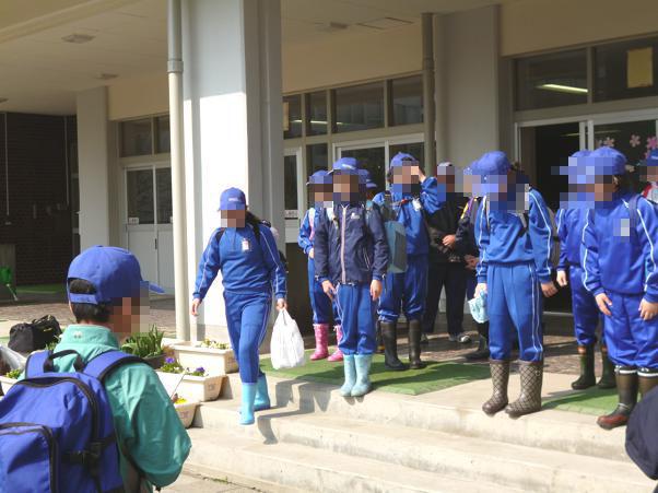 橋本小学校おやじの会: 林間学校へ出発しました! 橋本小学校おやじの会 青森市立橋本小学校「おや