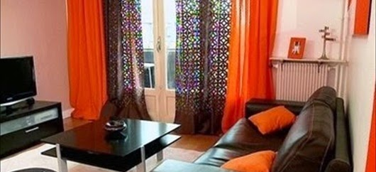 Decoracion de interiores salas modernas color chocolate for Cortinas naranjas