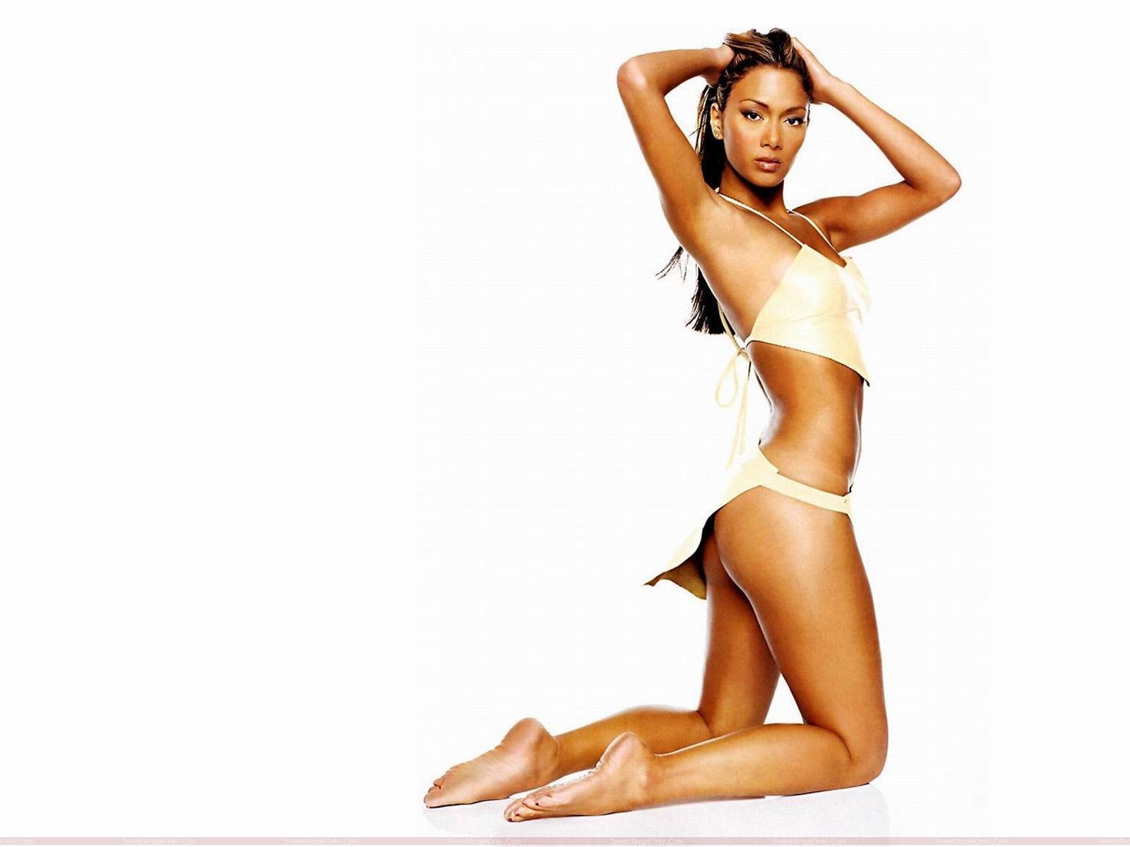 http://3.bp.blogspot.com/-nTIJdlBR8ZQ/TaMCtour7tI/AAAAAAAAGSM/9Lc22N-2xOA/s1600/nicole_scherzinger_bikini_wallpaper.jpg
