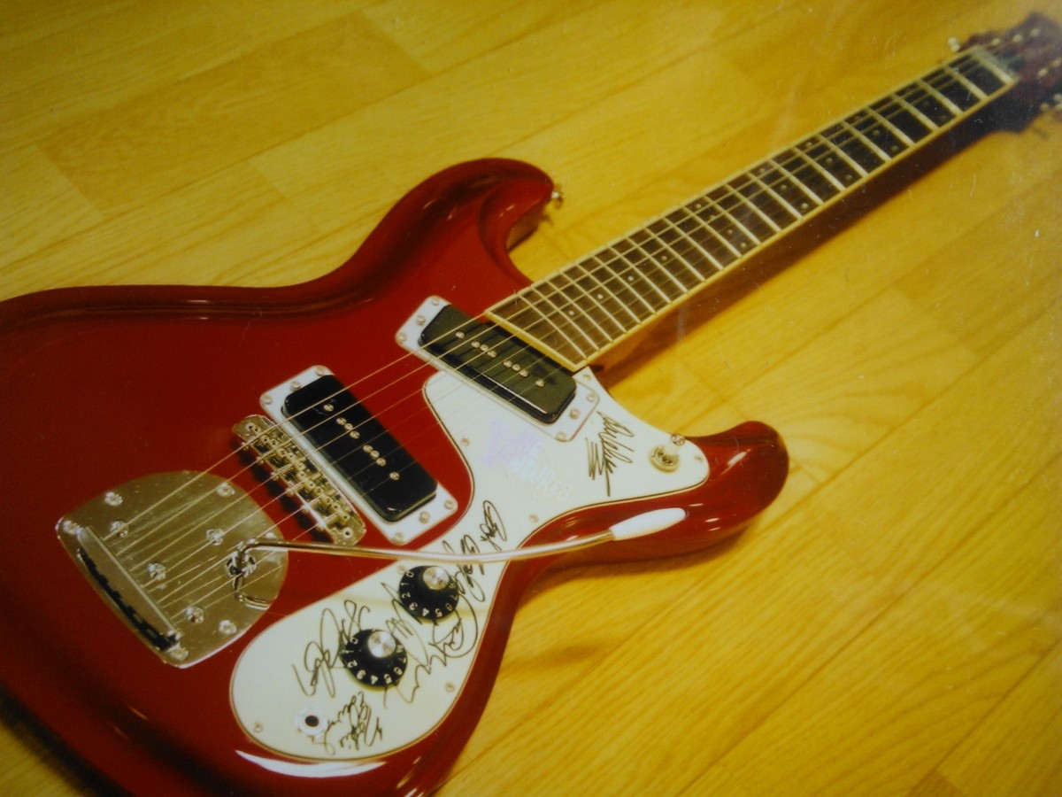 "Aria - Model 2001 VM-02 - ""The Ventures 40Th Anniversary"" - Metallic Candy Apple Red"